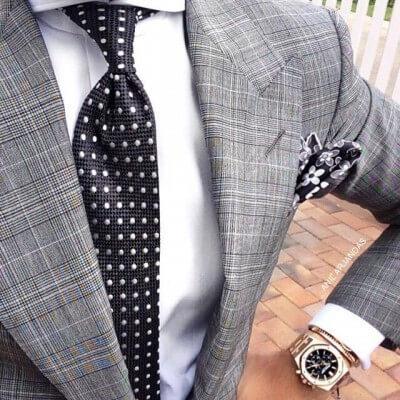 水玉ネクタイとワイシャツの組み合わせ