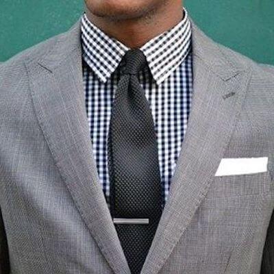 チェックシャツとネクタイの着こなし