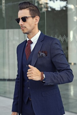 https://whatmyboyfriendwore.com/2016/02/16/well-suited-to-a-budget/