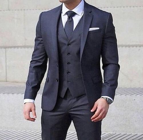 スーツのベストボタン