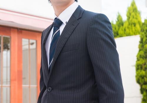 ブラックスーツ着こなし