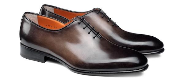 マッケイ製法(別名  ブレイク製法)とは、アッパー、ライニング(内部側面)、インソール、アウトソールを一気に縫い合わせる製法です。靴の内部を覗くと縫い目が